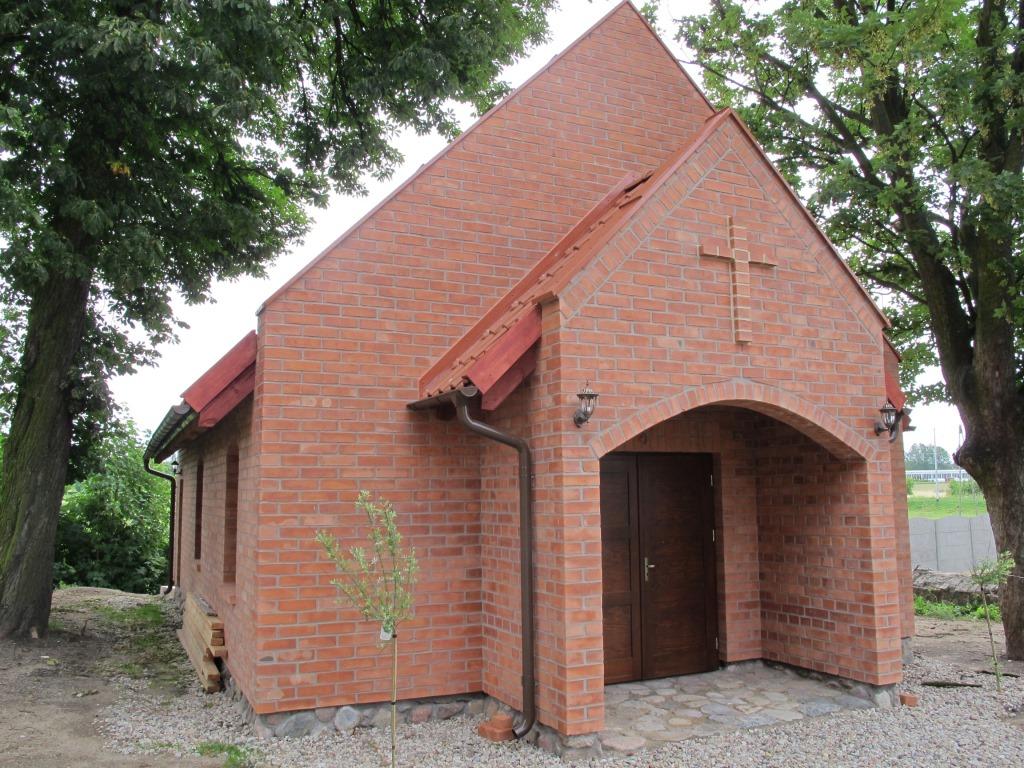 Kaplica z cegły gotyckiej